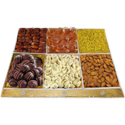 Savor's Greet Dry Fruits and Chocolate Tray
