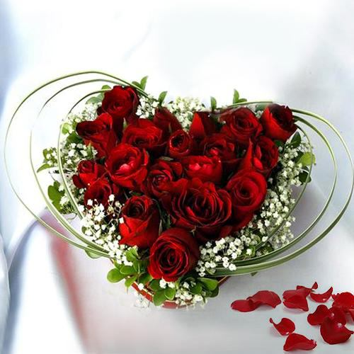 Modern Red Roses Heart Bouquet for Queen