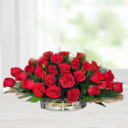 Luxurious Arrangement of Red Coloured Roses<br>
