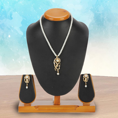 Charming Stone Pearl Set for Modern Woman