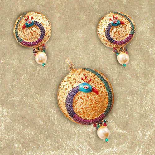 Trendsetting Necklace Set in Mayur Design