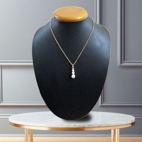 Mellowing Frill Pearl Neckwear from Avon