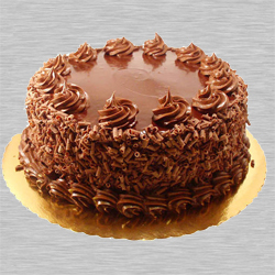Mouth-watering Eggless Chocolate Cake to Vadodara