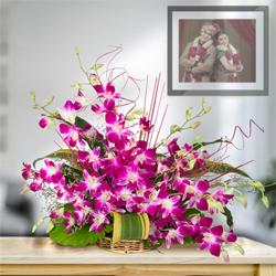 Divine 10 Fresh Orchids in a Beautiful Bouquet to Dholera