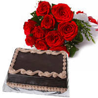 Finest Chocolate Cake with Red Roses Hand Bunch