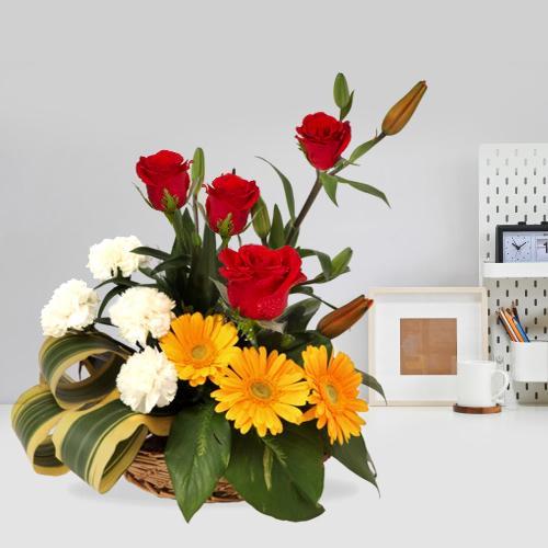 Book Online Assortment of Mixed Flower Basket