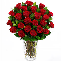 Shop Red Roses in a Vase Online