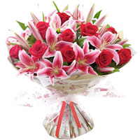 Delicate display of Pink Lilies N Red Roses in Bouquet