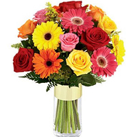 Fabulous Glass Vase Presentation of Gerberas N Roses