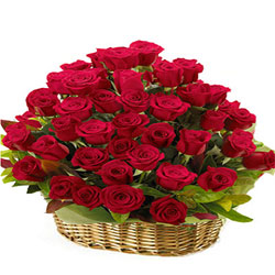 Gift Basket of Red Roses Online