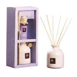 One ceramic pot, 8 reeds of 7.5� & 60 ml oil
